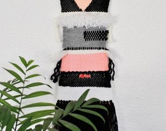 Woven wall hanging / Tapiz artesanal