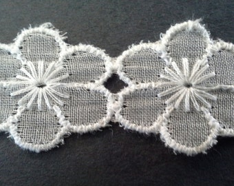 vintage white daisy flower sewing trim- by the yard