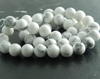 Howlite natural 8 mm set of 10 or 46 beads