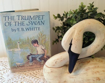 vintage The Trumpet of the Swan by E. B. White, Pictures by Edward Frascino, (c) 1970 HC DJ edition, b&w illustrations. Classic literature.