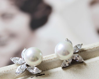 Set of 3, 4, 5,6  Bridesmaid Earrings ,Bridal Earrings,Vintage Style Pearl Earrings, Wedding Earrings, Wedding Jewelry, Crystal  Earrings UK