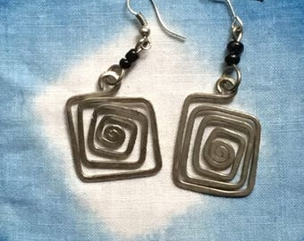 Hanging Square Spiral / Black Earrings