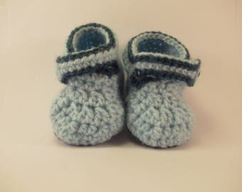 Baby shoes in blue light wool