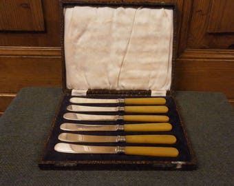 Now SOLD **** Boxed Set of 6 Butter Knives - Vintage - Art Deco
