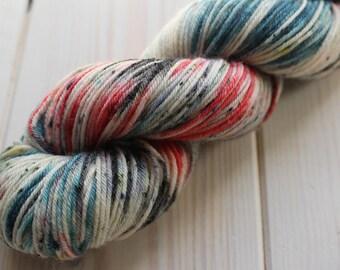 Skein hand - dyed Fingering - superwash Merino - 50g / 200 m-UniK white/red/blue