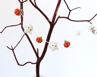 Miniature Halloween decor : needle felted ghost garland with felted orange pumpkins - horizontal garland, felt doll house