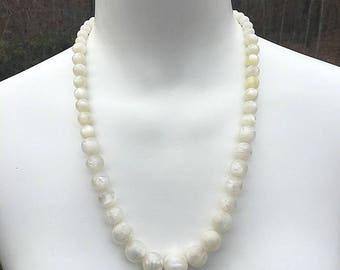 White Beaded Wedding Necklace, Bride Necklace, White Necklace, Beaded Necklace, Marble Necklace, Swirl Necklace, Graduated Bead Necklace