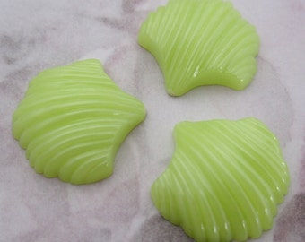 15 pcs. vintage lime green ridged scalloped plastic seashell flat back cabochons 18mm - f2356b
