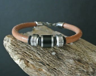 Very masculine men 20.3 cm round camel leather and steel beads