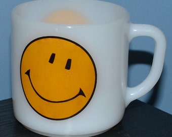 Vintage Federal Milk Glass Coffee Mug - Happy Face Smiley Face Pattern