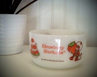 Vintage anchor hocking Strawberry Shortcake milk glass bowl