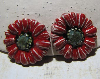 Ceramic cabochons, mini flower marguerite-Marie embellishment, scrapbooking, collage, bright red white