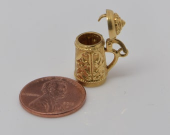 14K Yellow Gold Beer Stein Charm with Opening Top, Circa 1950