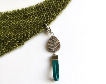Leaf progress keeper and faux leather teal stitch marker