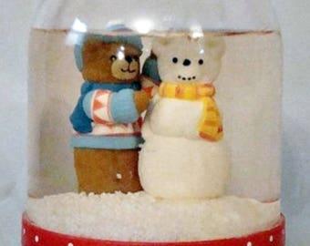 Lucy Rigg Enesco Snow GlobeTeddy Bear Snowbear Vintage 1984 Plastic Snowdome
