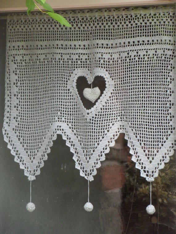 rideau dentelle gros coeur au crochet fait main. Black Bedroom Furniture Sets. Home Design Ideas