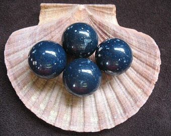 Vintage Lucite Beads Round Navy Blue Speckled Pattern 19mm - Four