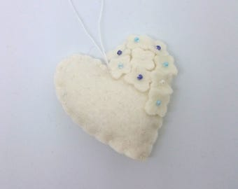 Felt heart ornament with flowers - White with colorful blue beads - nursery decor - Spring nature decoration - ideas for Easter