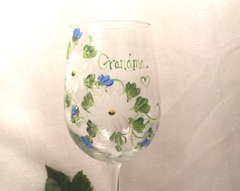 Free shipping Hand painted wine glass personalizable for grandma, nana, mom, sister, in laws, cousins, aunt, godmother, bridesmaids