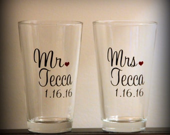 personalized mr and mrs beer toasting glasses... perfect gift for the newly engaged couple or for the wedding toast!