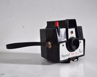 Imperial Mark XII Flash 60s Camera Bakelite Cute Pastic Design Minimal Simple Boxy Square 127 Film