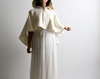 Wedding cape, White cape, Hooded cape, Bridal cape, Bridal outerwear, Winter wedding, Women clothes, Wedding Shawl, Medieval wedding cape