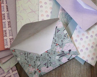 15 small paper envelopes patterned vintage pastel to slide cards, Word