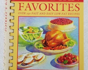 Vintage Trim Terrific American Favorites Cookbook Holly Clegg 209 pages 1996