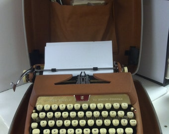 Rare 1960's Vintage Smith Corona Golden Shield Deluxe Line Voyager II Portable Typewriter In Case Works