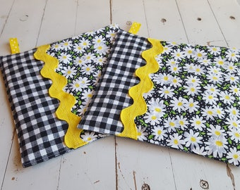 Fabric Potholders in Daisy Motif, Black, White and Yellow Daisy Potholders, Modern Potholders, Fancy Hot Pads