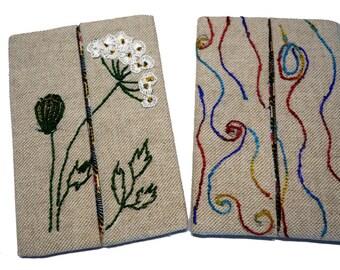 Série de deux étuis à mouchoirs, broderie main sur lin mélangé (17-18)