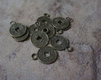 """10  Charm, Antiqued brass-finished """"pewter"""" (zinc-based alloy), 10mm Chinese coin replica. - JD229"""