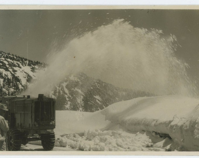 Vintage Snapshot Photo: Snow Blower, c1940s (610507)