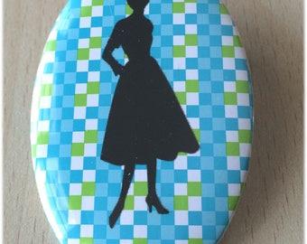 badge / brooch vintage silhouette fashion 37