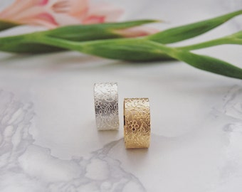 LORE Floral Ring Band in Gold or Silver Plated
