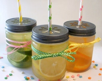 SALE 20% - 15 Large Plastic Mason 17 oz Jars with Daisy Cut Lid - Unbreakable Drinking Jar Parties