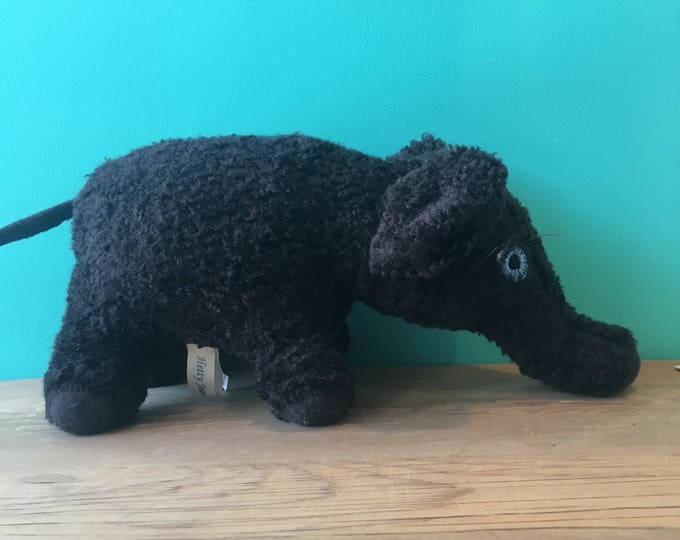 Java The Elephant-Creatures By Hetty Jean