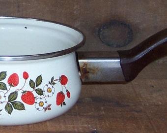 Vintage Sheffield Strawberries 'n Cream One Quart Enamelware Kitchen Cooking Saucepan