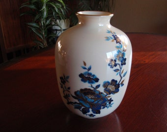 Lenox China Pagoda Vase Hand Decorated with 24K Gold Made USA Collectible Home and Living décor B163