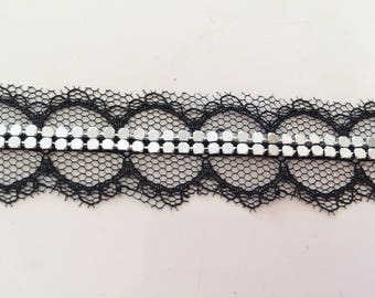 Lace trim with metallic in the Middle Ribbon