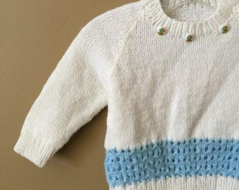 "Vintage Baby Size 3-6M Sweater, Hand Knit White Light Blue Pullover Sweater, b20"" L10.5"""