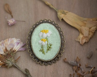 Daisy Flower Brooch - Floral Brooch - Antique Bronze Brooch - Floral Scarf Pin - Flower Embroidery Brooch - Hand Embroidered Brooch