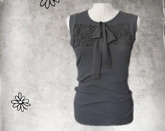 Tulle tank top/Black applique front/Sleeveless knit tee/Bow tie