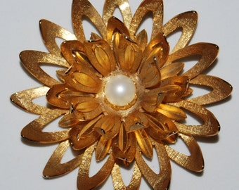 Vintage Goldtone Sunburst Brooch with Pearl
