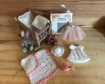 Baby set nr 1 in 1:12 scale