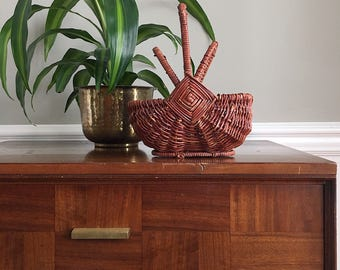 Small wicker basket with lids