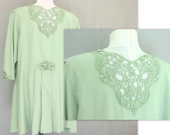Vintage 1980's Sage Green Top with Extended Shoulders, Lace Detail and Pleated Back Peplum, Modern Size 20, Extra Large
