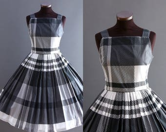 1950s Style Black and White Plaid Print Full Pleated Skirt Cotton Dress