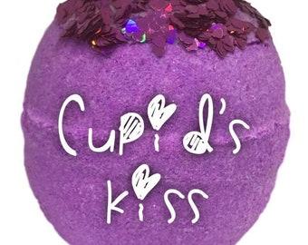 Cupids kiss bath bomb