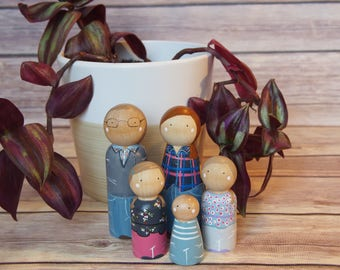 Custom Peg Doll Family of Five // personalized peg dolls // custom family portrait // heirloom gifts